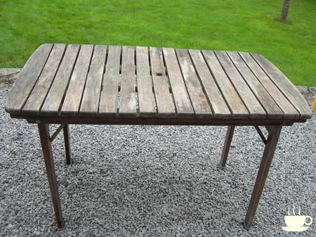 Un petit coup de peinture - rénovation table de jardin en bois ...