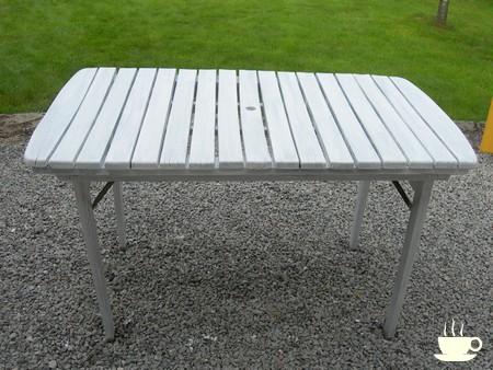 Un petit coup de peinture - rénovation table de jardin en ...