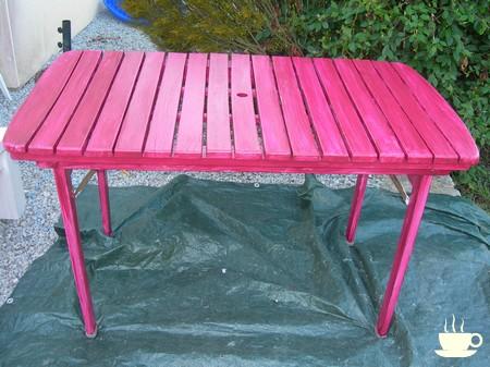 Un petit coup de peinture r novation table de jardin en - Relooker son salon de jardin en plastique ...