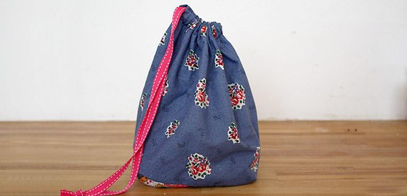 coudre facilement un petit sac pochon en tissu merci pour le chocolat. Black Bedroom Furniture Sets. Home Design Ideas
