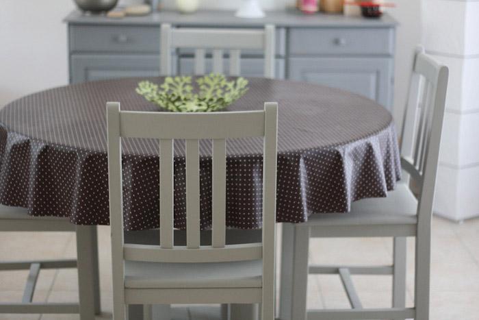 Repeintes En Gris Ces Chaises Et Cette Table Sont Plus Jolies Peinture Meuble En Pin Merci Pour Le Chocolat