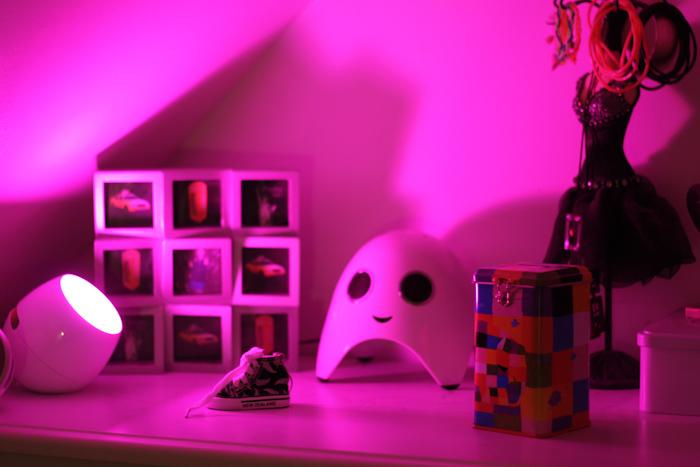 bonus bag jai deux petites lampes livingcolors micro philips noires vous faire gagner pour cela il suffit juste de me poster un petit commentaire - Philips Lampe Living Colors