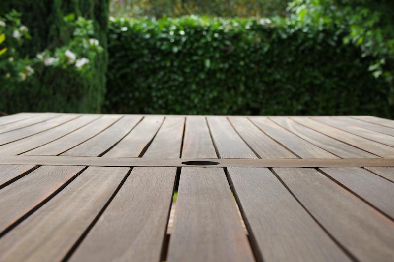rénovation meuble jardin en bois