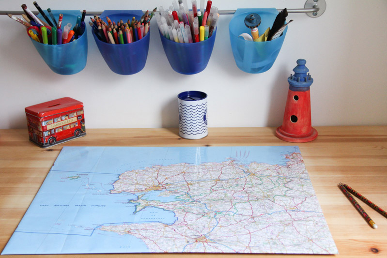 DIY sous-main bureau carte de Bretagne (via wonderfulbreizh.fr)