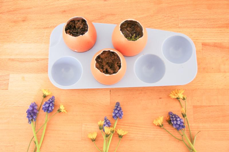 DIY oeufs de pâques fleuris - easter eggs (via wonderfulbreizh.fr)