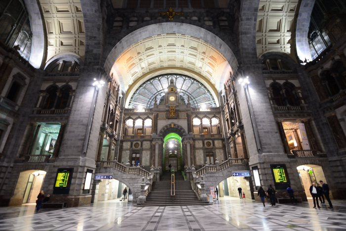 gare anvers antwerp (by superchinois801)