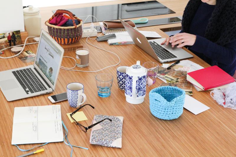 Travailler à la maison et coworking (via mercipourlechocolat.fr)