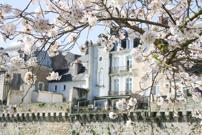 Remparts de Vannes au Printemps (via wonderfulbreizh.fr)