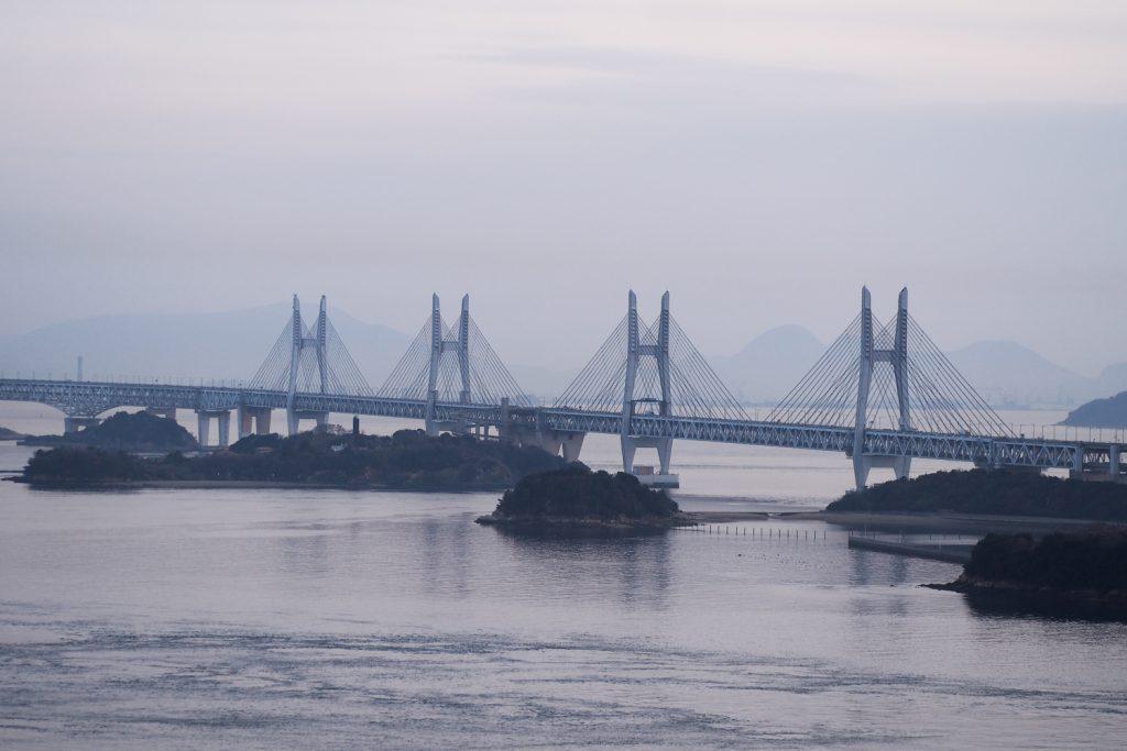 KURASHIKI, JAPON - pont de Setouchi, Washuzan Hill
