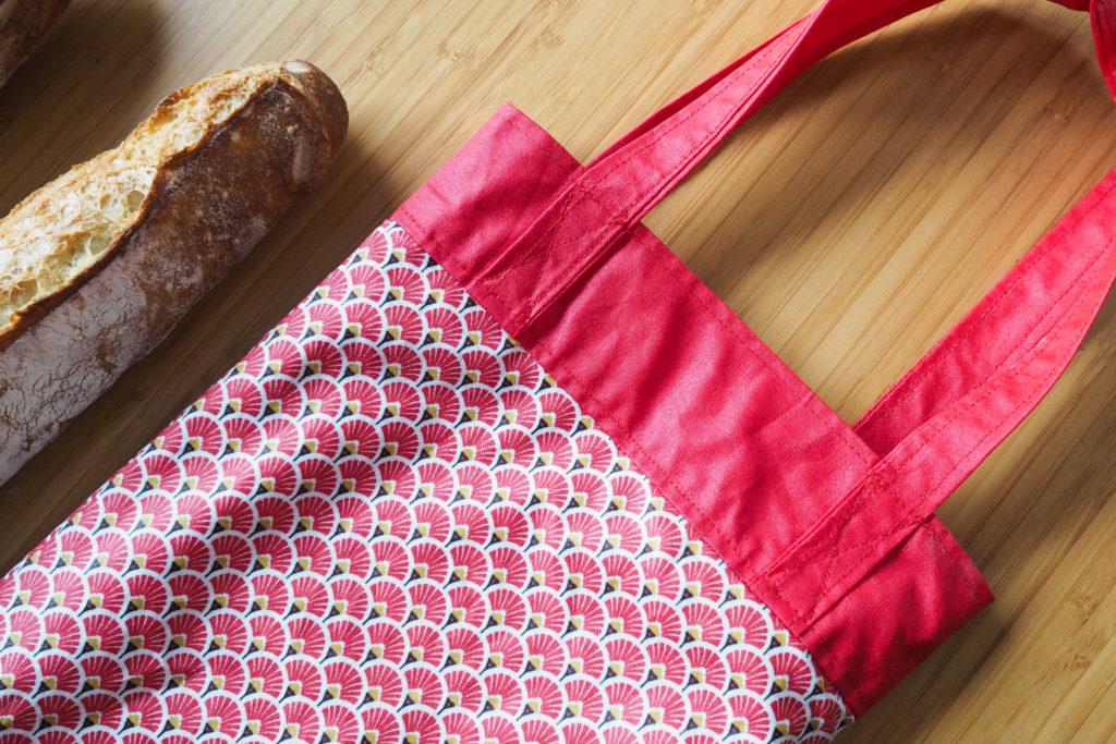 DIY - couture facile : sac à pain réversible en coton enduit (via mercipourlechocolat.fr)