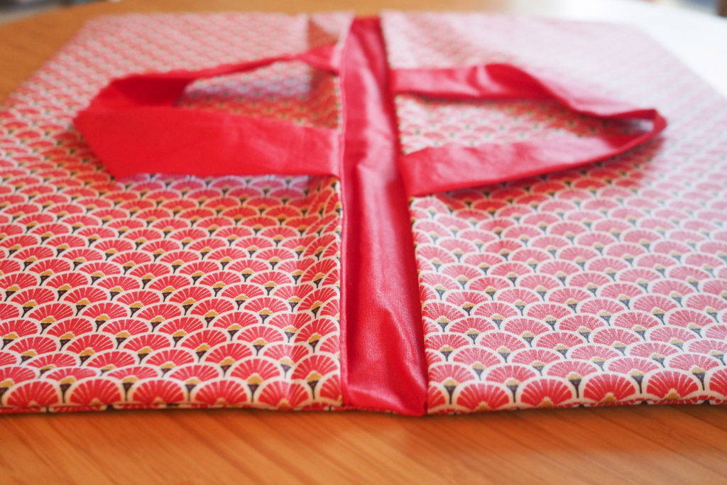 DIY - couture facile : sac à tarte réversible (via mercipourlechocolat.fr)