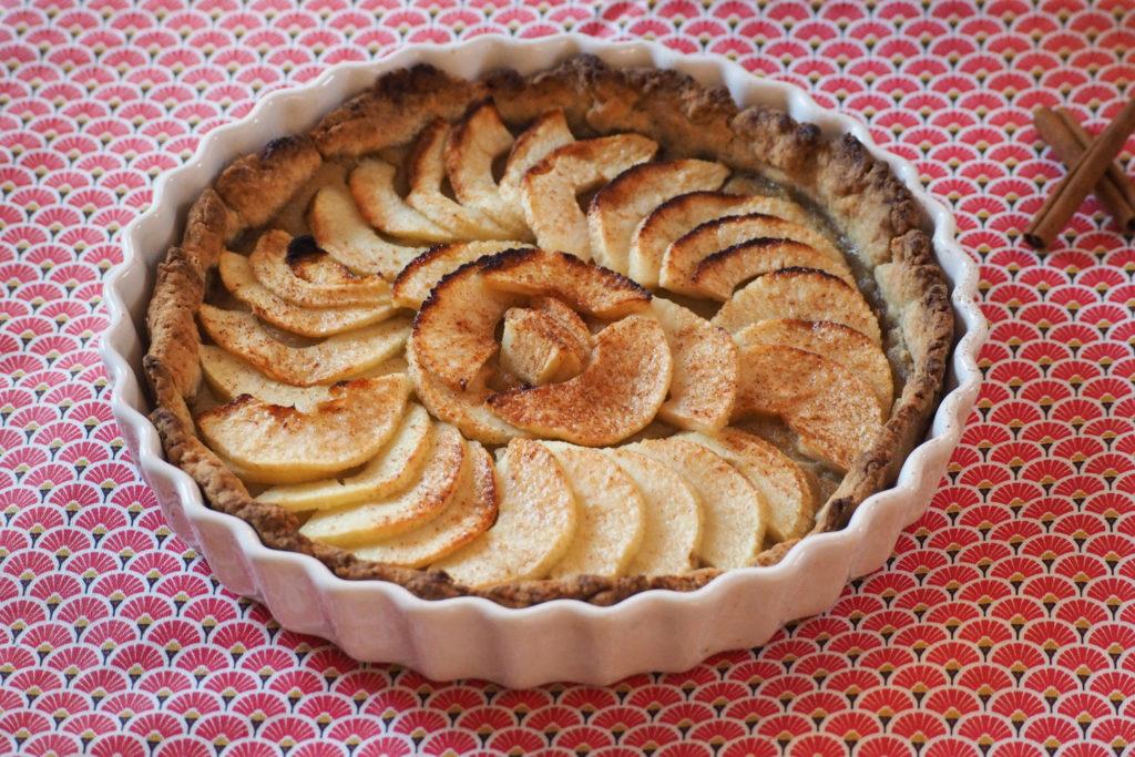 Tarte aux pommes maison - recette toute simple (via mercipourlechocolat.fr)