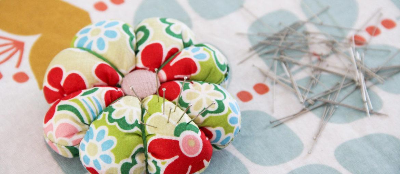 Couture – un pique-aiguilles fleur