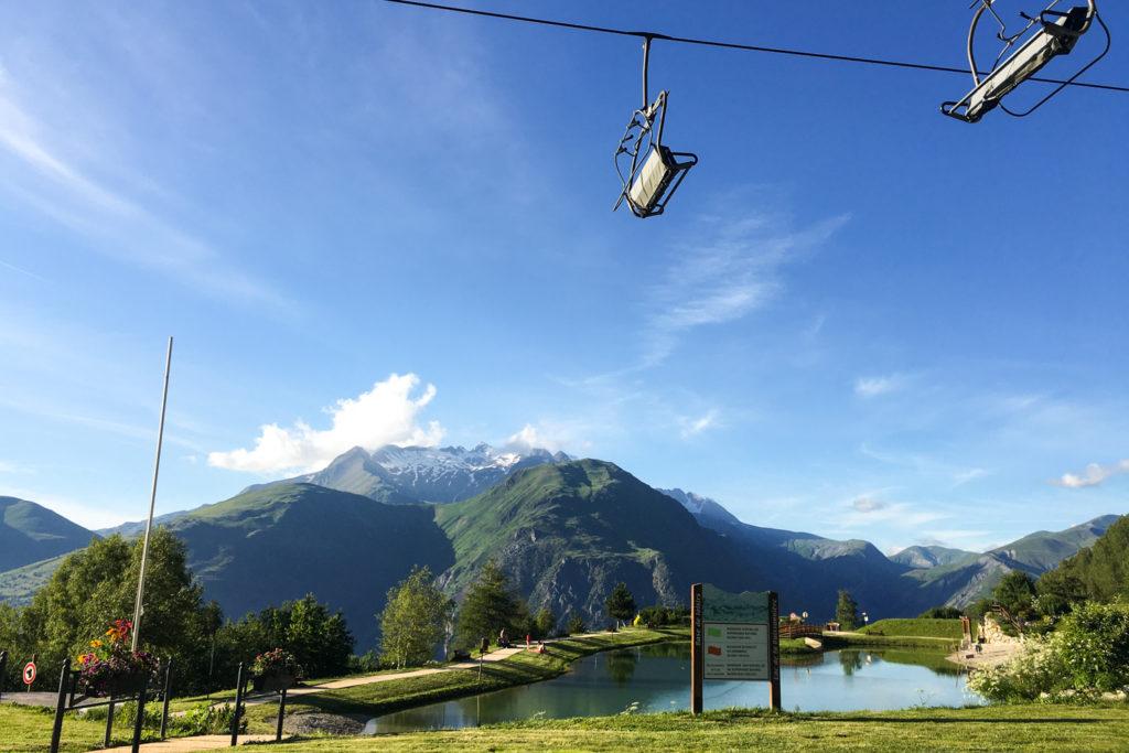 Les 2 Alpes - yoga en plein air - Lac de la Buissonière
