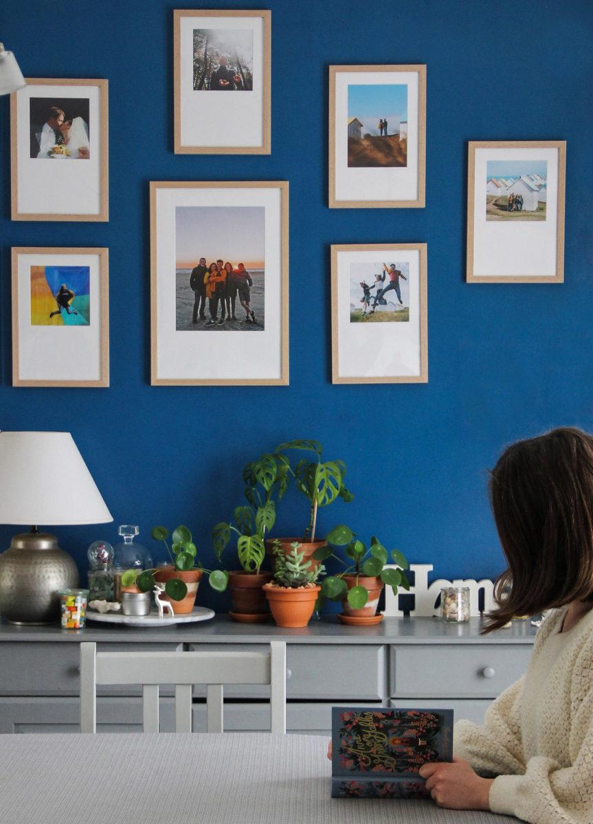 Mur de cadres marie-louise Cheerz dans mon salon (via mercipourlechocolat.fr)