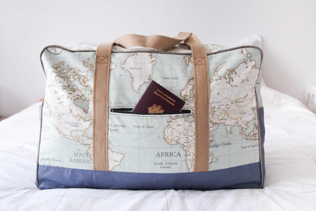 Couture - sac de voyage GLOBE TROTTEUR fait main - modèle Coudre c'est facile & Mondial Tissus - DIY via mercipourlechocolat.fr