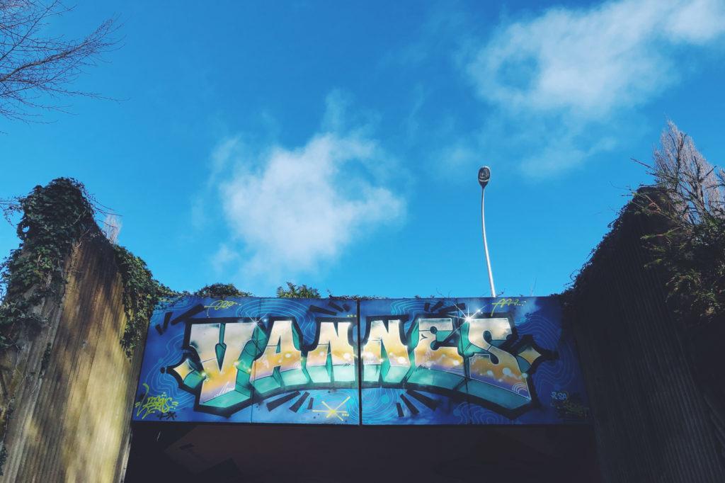 Vannes Street Art & ciel bleu