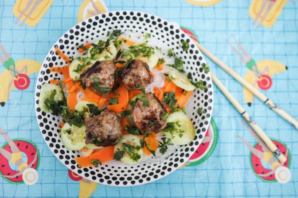 Recette trop bonne de salade BUN CHA (boulettes de viande vietnamiennes et vermicelles de riz) - Bún chả