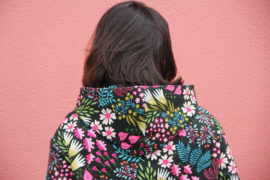 couture - sweat capuche FRIKKA Fibremood - tissu flower power (via mercipourlechocolat.fr)